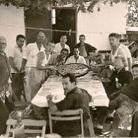 Reunindo para comer Paella